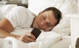 Tidur dengan ponsel sangat berbahaya bagi kesehatan