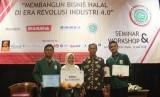 Tiga mahasiswa UIN Sunan Kalijaga Yogyakarta yang meraih juara tiga dalam LKTI Halal Patika Lembaga Pengkajian, Pangan, Obat-Obatan dan Kosmetika (LPPOM) Majelis Ulama Indonesia (MUI) DIY.