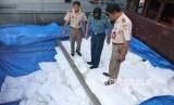 Tim Bidang Pengawasan dan Penindakan Karantina Belawan bersama dengan TNI AL berhasil mengagalkan upaya penyelundupan 20,5 ton beras ketan asal Thailand di Pelabuhan Belawan, Sumatera Utara.