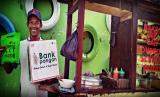Tim Dompet Dhuafa Jateng melalui program Bank Pangan berkeliling kota Purwokerto dan Purbalingga membagikan paket sembako dan hand sanitizer bagi mereka yang harus keluar rumah untuk mencari nafkah.