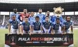 Tim Persib Bandung berfoto sebelum laga lanjutan Grup A Piala Presiden 2019 di Stadion Si Jalak Harupat, Kabupaten Bandung, Kamis (7/3).