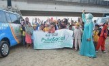 Tim Psikososial Solusi Zakat ajak anak- anak Tambakrejo, yang terdampak penggusuran normalisasi sungai Banjir Kanal Timur (BKT) bergembira