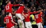 Tim Setan Merah merayakan gol Harry Maguire pada laga antara Chelsea melawan Manchester United di Stamford Bridge, London, Selasa (18/2) dini hari.