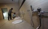 Toilet umum bawah tanah.