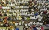 Umat Islam mendengarkan ceramah agama di masjid (ilustrasi).