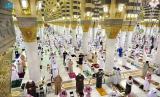 Muslims in Saudi Arabia perform the taraweeh prayers at Nabawi Mosque, Madina.
