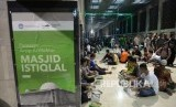 Umat muslim menanti berbuka puasa di Masjid Istiqlal, Jakarta. (ilustrasi)