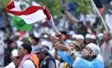 Umat muslim mengikuti aksi 212 di depan Kompleks Parlemen Senayan, Jakarta (ilustrasi)