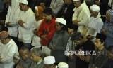 Umat Muslim shalat Subuh berjamaah (ilustrasi)