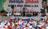 Ustaz Abdul Somad memberikan tausiah pada tablig akbar di Lapangan upacara Lhoksukon, Aceh Utara, Provinsi Aceh, Ahad (11/11/2018).