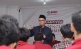Ustaz Tarmizi Ashidiq, Pimpinan Daarul Qur'an, dalam kuliah umum dihadapan ratusan mahasiswa STIMIK Antar Bangsa, Kamis (23/1).