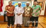Ustaz Zulkifli Ali dan KH M Arifin Ilham bersama Komjen Pol Lutfi Lubihanto (Kabaintelkam Polri) & Irjen. Pol. Agung Sabar Santoso (Kadivkum Polri) di Mabes Polri