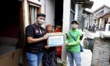 Wabah virus Corona (Covid-19) menjadi momok bagi sebagian masyarakat Indonesia terutama mereka yang mengandalkan penghasilan harian dan bekerja di lapangan, sepinya orderan bahkan pesanan dari masyarakat sekitar mengakibatkan turunnya pendapatan, sehingga berdampak pada ekonomi keluarga mereka.