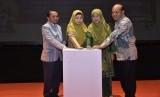 Wagub NTB Sitti Rohmi Djalilah, Kepala BI NTB Achris Sarwani, dan Ketua Dekranasda NTB Niken Saptarini Widiyawati dalam acara pelatihan //capacity building// di Hotel Lombok Raya, Kota Mataram, NTB, Senin (22/4).