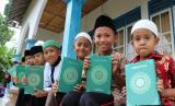 Wakaf Alquran yang disalurkan oleh BWA bahagiakan  santri tahfizh Quran di Lombok dan Sumbawa.