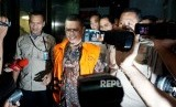 Wakil Ketua Komisi V DPR Fraksi PKS Yudi Widiana Adia mengenakan rompi tahanan KPK  (ilustrasi)