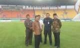Wakil Presiden Indonesia, Jusuf Kalla meninjau Stadion Si Jalak Harupat, Kabupaten Bandung sebagai venue Asian Games cabang olahraga Sepakbola, Rabu (8/8).