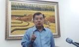 Wakil Presiden Jusuf Kalla saat diwawancarai wartawan di Kantor Wakil Presiden, Jalan Medan Merdeka Utara, Jakarta, Selasa (12/2).