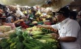 Wali Kota Depok M Idris sidak di pasar tradisional.