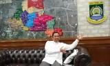 Wali Kota Tangerang Arief Rachadiono Wismansyahmenerima kunjungan perwakilan Republika di kantornya pada Jumat, (8/11).