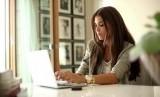 Wanita bisa mengerjakan beberapa hal sekaligus termasuk bekerja dan mengurus kehidupan pribadi