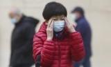 Perempuan mengenakan masker (ilustrasi). Harga masker di Italia meroket di tengah wabah virus corona.