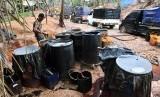 [Ilustrasi] Minyak mentah di lokasi pengeboran minyak ilegal