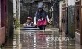 BPBD Jawa Barat menyatakan banjir menerjang Komplek Bumi Adipura, Gedebage, Bandung. Ilustrasi.