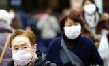 Cina melaporkan 17 kasus baru mirip virus SARS pada Ahad (19/1), dengan tiga orang diketahui dalam kondisi parah (Ilustrasi warga China gunakan masker)