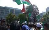 Warga NU yang hadir dalam aksi bela Palestina di Kedutaan Besar Amerika Serikat, Jakarta Pusat.