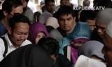 Warga yang berziarah ke makam Presiden RI ke-3, BJ habibie