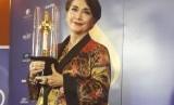 Widyawati dianugerahi Lifetime Achievement dalam ajang Festival Film Indonesia 2018 atas dedikasinya selama 51 tahun di industri perfilman Tanah Air, Ahad (9/12).