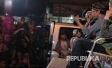 Yukie vokalis Pas Band menyampaikan pengalamannya dalam berhijrah pada acara Dadakan Shift Pemuda Hijrah bekerjasama dengan pemuda Karang Taruna dan Mobile Masjid dari Masjid Nusantara, di Terminal Cicaheum, Kota Bandung, Selasa (10/10) malam.